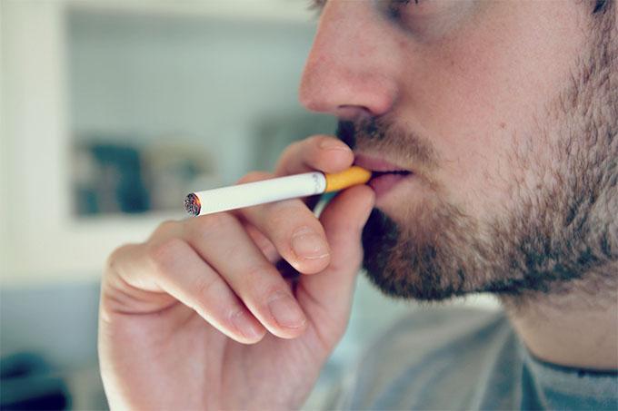 Cigarette traditionnelle contre cigarette électronique